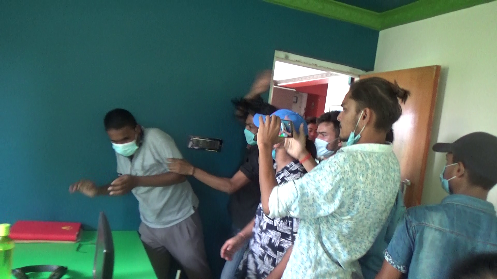 LOCALS BARGE INTO MEDIA HOUSE AND ATTACK MEDIA PERSONS OVERREPORTING