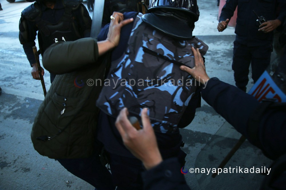 Police attack journalist in central capital